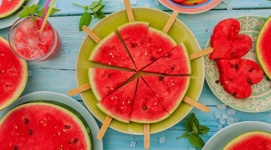 Estiu: temps d'amanides, sopes fredes, fruites i refrescs