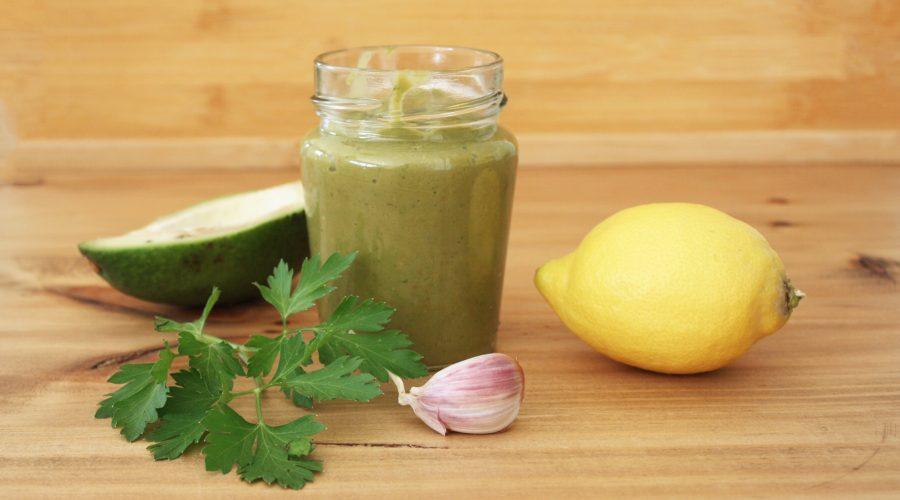 Salsa de aguacate con cilantro y perejil