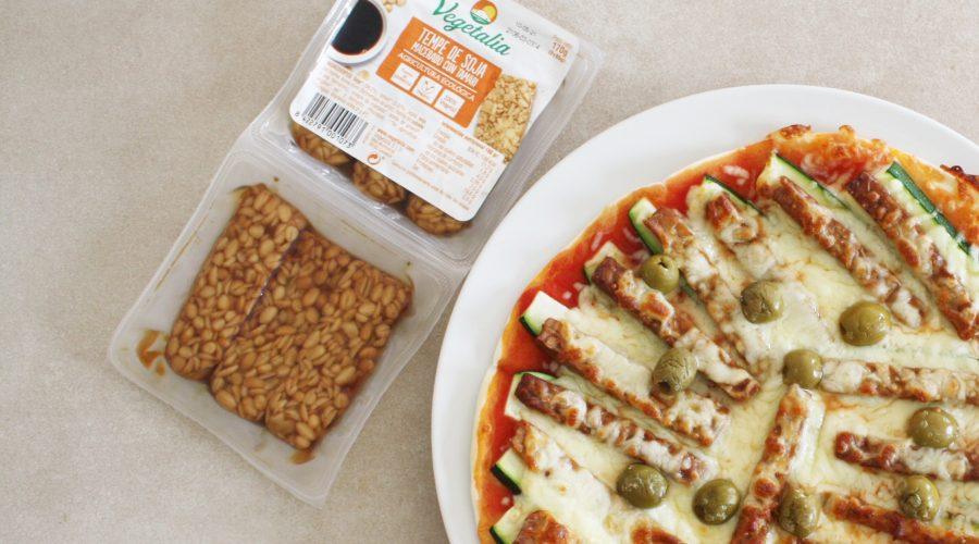 Pizza de tempeh i carbassó. Receptes amb tempeh
